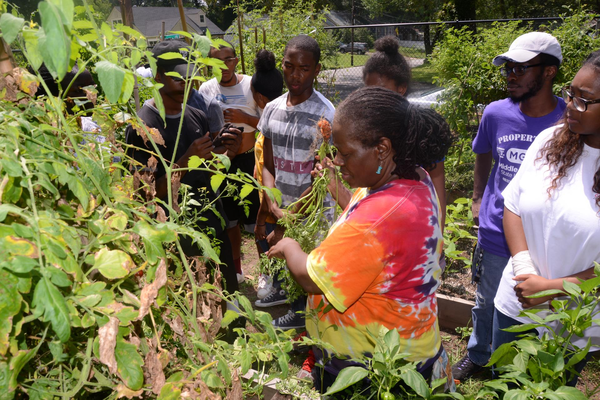 Councilmember Sheperd shares vegetables with youth