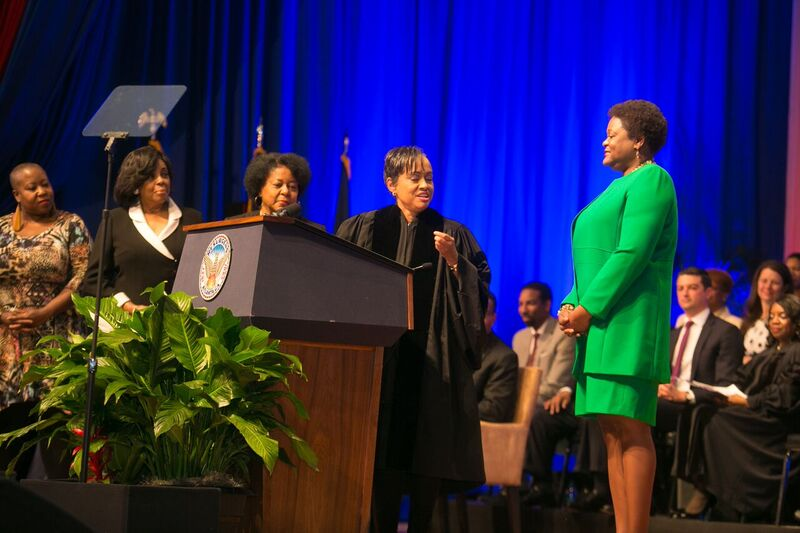Judge Glenda Hatchett gives the oath of office to Coucil President Moore